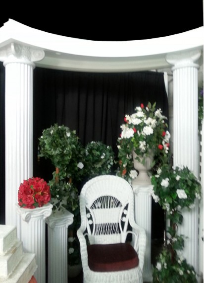 White 8Ft Pillar Arch/ With 5Ft Half Moon Top